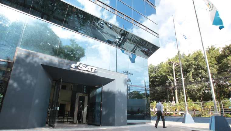 Nuevo jefe de la SAT hace evaluación del personal que tiene a cargo direcciones y gerencias.(Foto Prensa Libre: Hemeroteca PL)