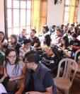 Universitarios acudieron a la convocatoria para conocer sobre los beneficios de estudiar en el extranjero. (Foto María José Longo)