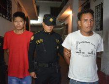 Capturados habrían intentado incendiar una vivienda en Nuevo San Carlos, Retalhuleu. (Foto Prensa Libre: Jorge Tizol)