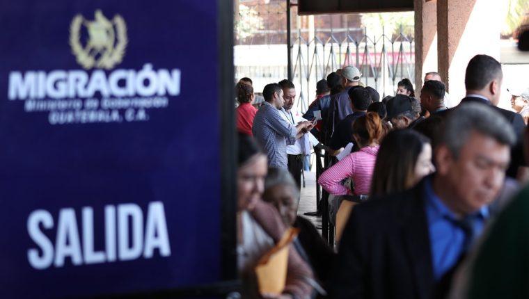 Trámite del pasaporte puede tardar 30 minutos informó Migración. (Foto Prensa Libre: Hemeroteca)
