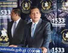 Ministro de Gobernación responsabilizó a las empresas de telefonía por las deficiencias de los bloqueadores de señal que permiten las extorsiones. (Foto Prensa Libre: Esbin García)