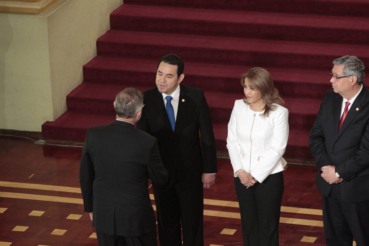Caso de corrupción afecta imagen de Jimmy Morales