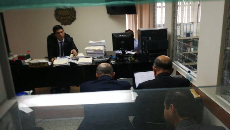 El juez Mynor Moto favoreció al diputado de la UNE, Orlando Blanco. (Foto Prensa Libre: Kenneth Monzón)