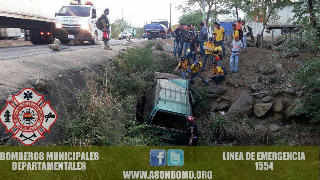Automovilista pierde control de vehículo y muere