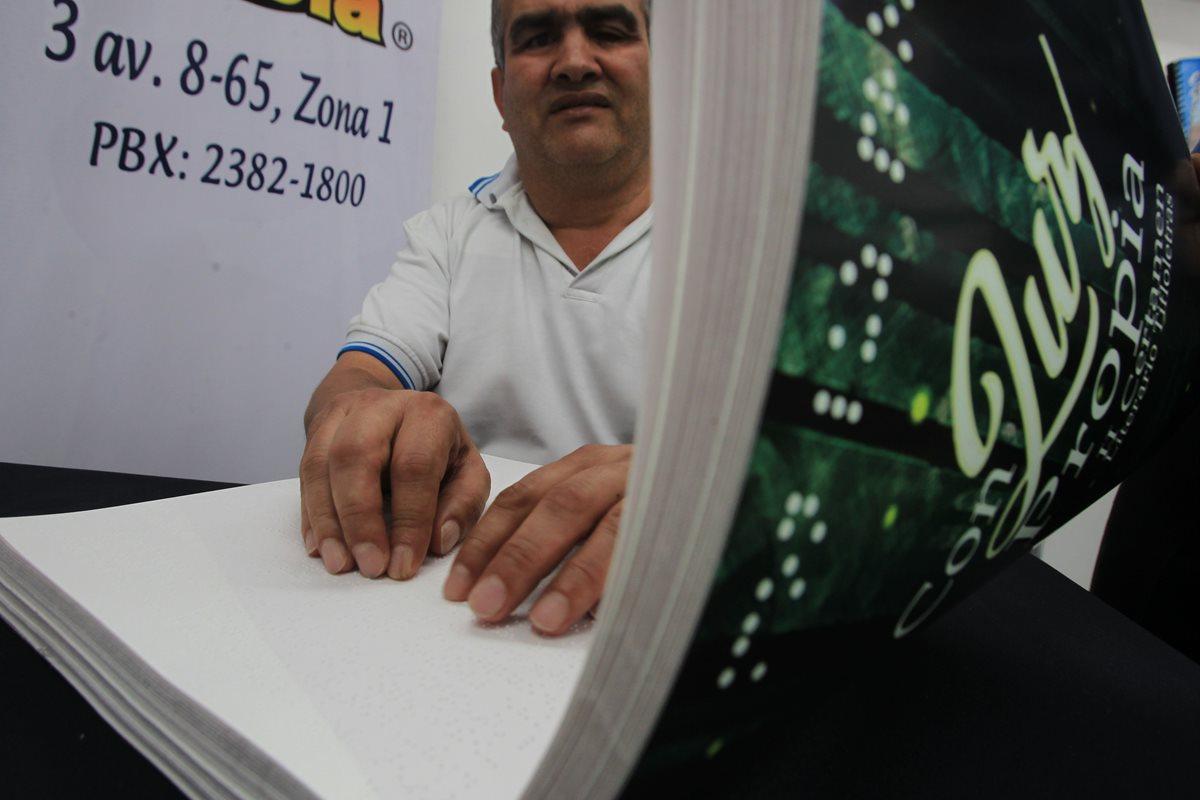 El libro es el segundo material original que ha producido la organización (Foto Prensa Libre: Esbin García).