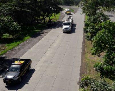 Más de 350 camiones empezaron a circular ayer por la noche y madrugada desde los puertos y aduanas. (Foto, Prensa Libre: Cortesía)