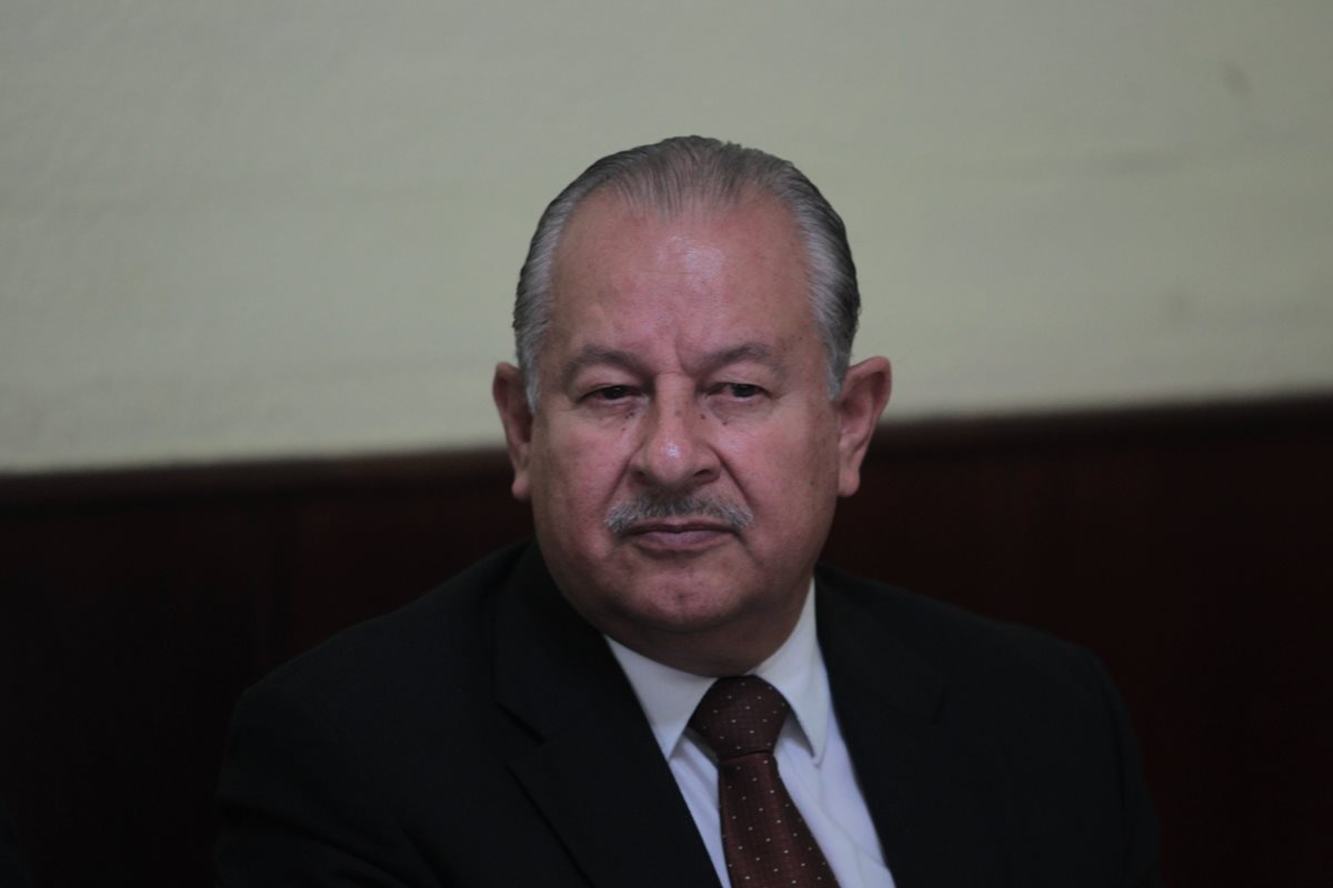 El economista Edwin Matul, dijo que se debe de legislar para facilitar el pago de impuestos en Guatemala, durante una audiencia en la Comisión de Finanzas del Congreso. (foto Prensa Libre: Hemeroteca PL)