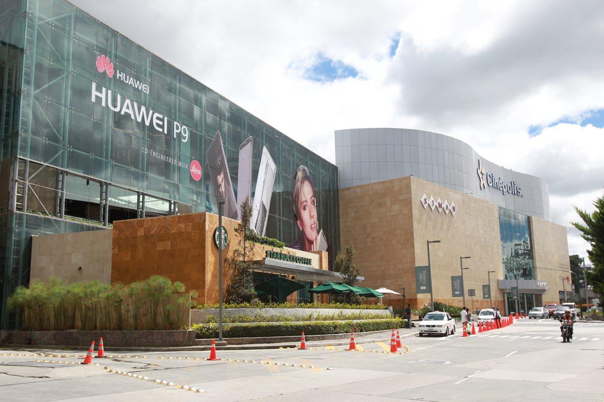 Las inmobiliarias efectúan minuciosos estudios de mercado antes de construir un centro comercial. Foto Prensa Libre: Estuardo Paredes.