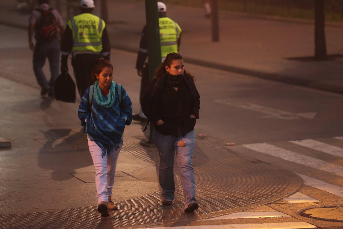 Autoridades recomiendan abrigarse bien. (Foto Prensa Libre: Érick Ávila)