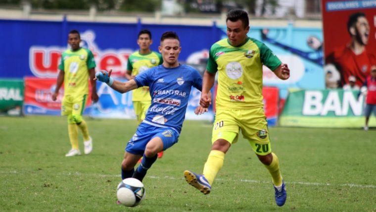 Los cobaneros ganaron por la mínima diferencia en el estadio Los Cuchumatanes. (Foto Prensa Libre: Mike Castillo)