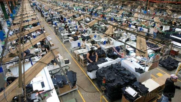 Ley de empleo deja fuera a industrias agrícolas, mineras y manufactura. (Foto Prensa Libre: Hemeroteca PL)
