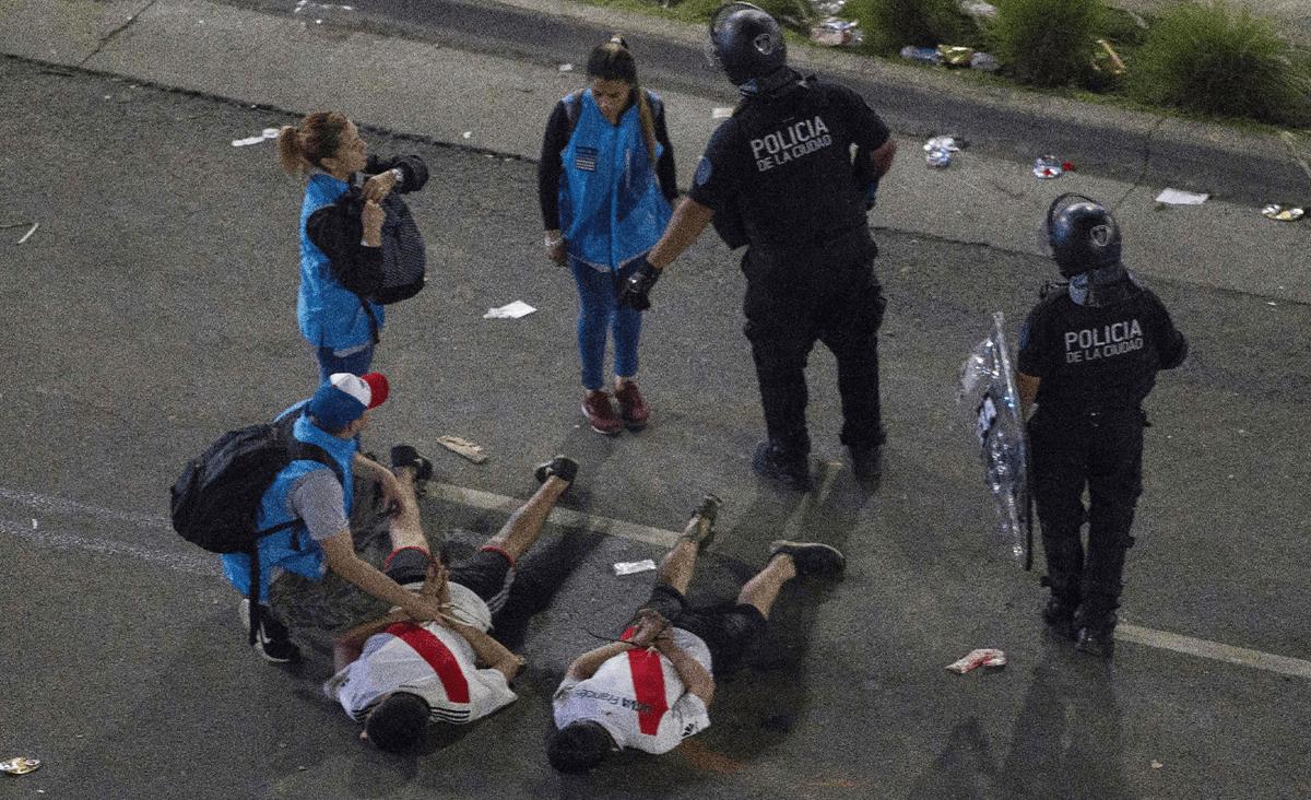 """River Plate gana la """"Copa de la violencia"""" y causan disturbios en Buenos Aires"""