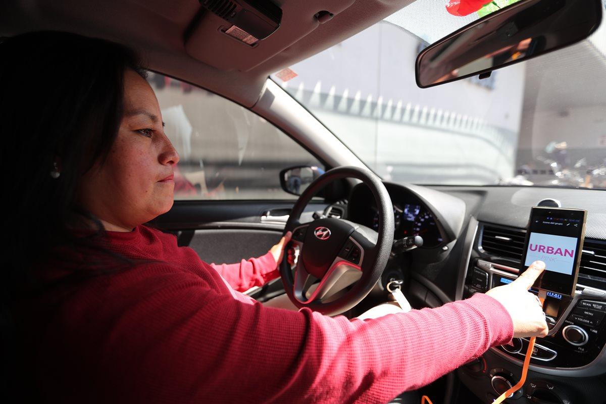 Transporte de taxi guatemalteco lanza servicio solo para mujeres