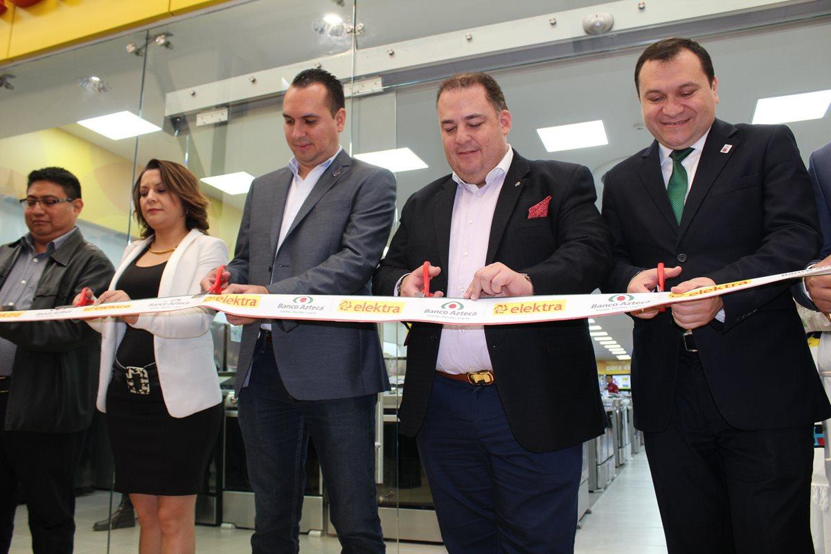 Elektra y Banco Azteca abren en San Lucas Sacatepéquez