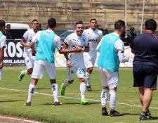 Comunicaciones remonta en su visita a Deportivo Marquense y sigue cosechando buenos resultados de visita. (Foto Prensa Libre: Carlos Ventura).