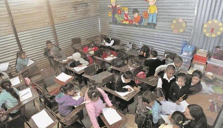 La inversión en infraestructura para educación tuvo un gasto más bajo en el 2018 en comparación con los dos años anteriores. (Foto Prensa Libre: Hemeroteca PL)