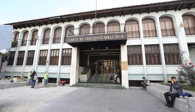 Los magistrados de la CC otorgaron el amparo después de sesionar durante más de ocho horas. (Foto Prensa Libre: Érick Ávila)