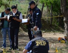 En un camino de terracería, se localizó a Miguel Ángel Ramos Ramírez con un mensaje. (Foto Prensa Libre: Víctor Gómez)