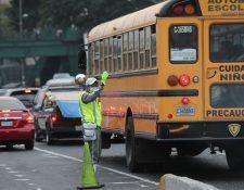 Las agresiones o discusiones entre agentes de la PMT y automovilistas han ocurrido con más frecuencia en la calzada Roosevelt. (Foto Prensa Libre: Érick Ávila)