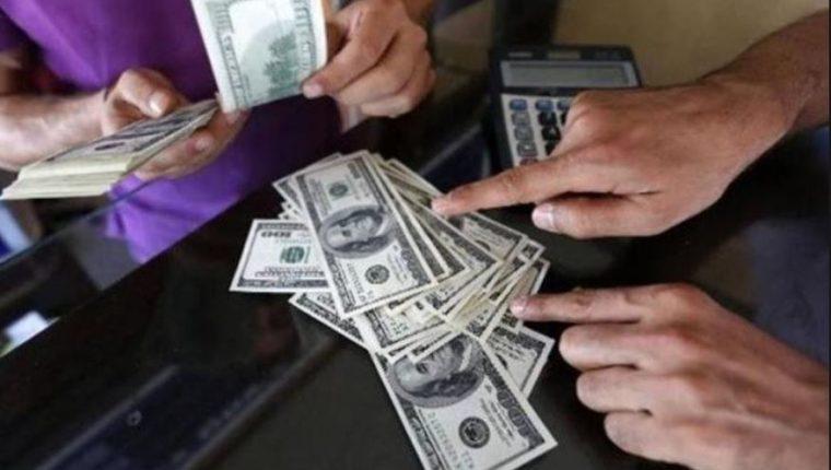 Según el Banguat este año las remesas que envían los inmigrantes alcanzarán los US$9 mil millones. (Foto Prensa Libre: Hemeroteca)