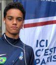 Joao Mendes de Asiss busca abrirse camino en el futbol profesional y llegar a brillar como lo hizo su padre Ronaldiho. (Foto Redes).