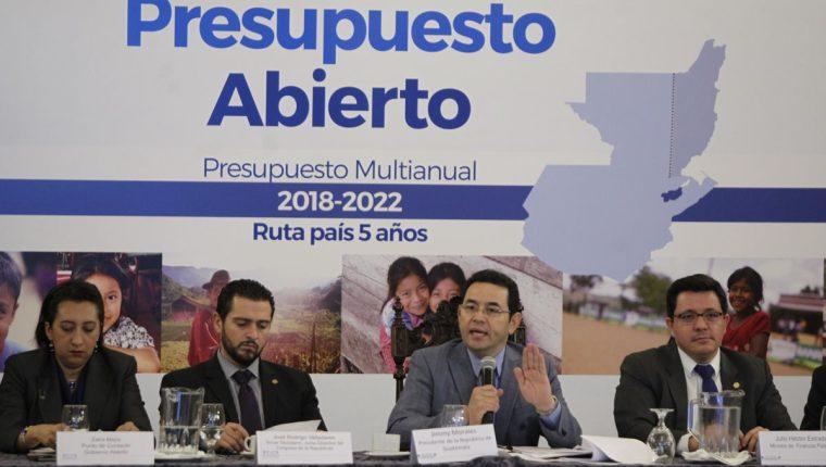 En reunión de gabinete de gobierno, presentan el presupuesto abierto 2018-2022. (Foto Prensa Libre: Paulo Raquec)