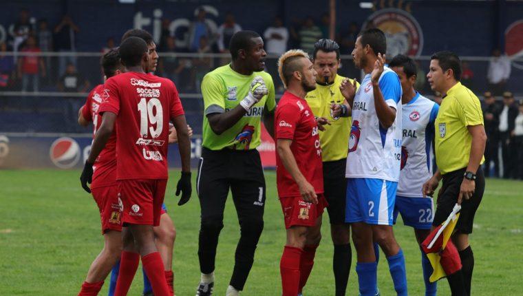 Rosario quedó eliminado 3-1 en la serie global frente a Iztapa. (Foto Prensa Libre: Raúl Juárez)