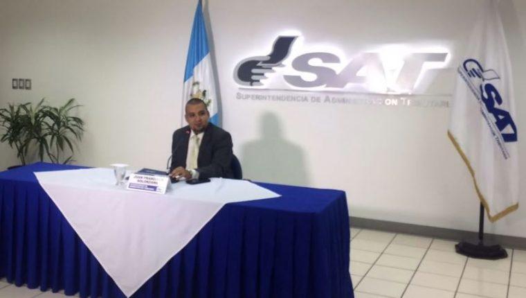 El superintendente de la SAT, Juan Francisco Foppa, detalló en conferencia de prensa un segundo caso de defraudación de DCI. (Foto Prensa Libre: La Red)