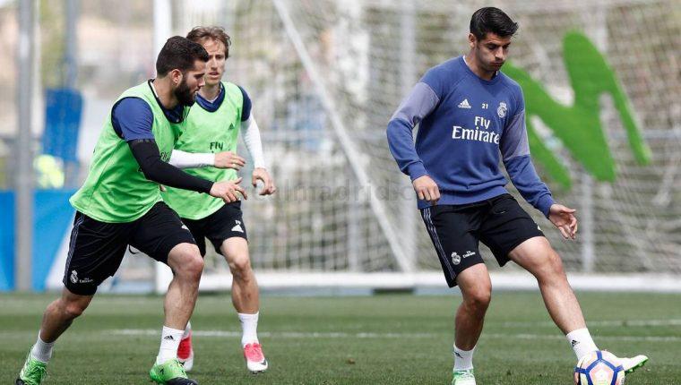 Alvaro Morata conduce la pelota durante el entrenamiento del Real Madrid de este martes en Valdebebas. (Foto Prensa Libre: Real Madrid)