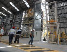Hace una semana la firma Sika realizó una inversión de Q50 millones (US$8 millones) en la instalación de una planta en Palín, Escuintla para la elaborar tres divisiones de productos para el sector construcción y la inversión provino de Suiza. (Foto Prensa Libre: Hemeroteca)