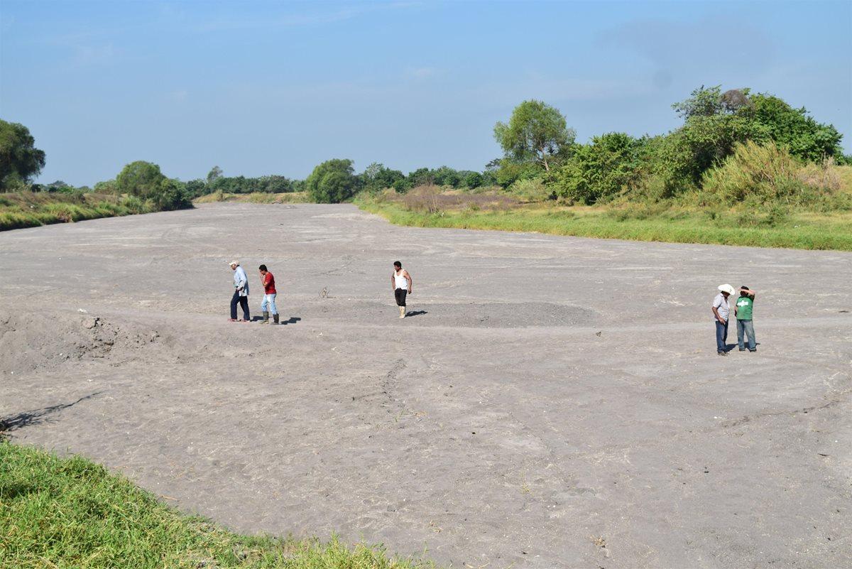 El caudal del río Madre Vieja ha sido desviado. (Foto Prensa Libre: Enrique Paredes)