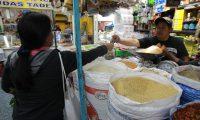 En una año, el precio de la Canasta Básica de Alimentos registra una tendencia a la baja en la economía, luego de que el INE cambió el sistema para hacer el cálculo; sectores aún cuestionan la metodología. (Foto Prensa Libre: Hemeroteca)