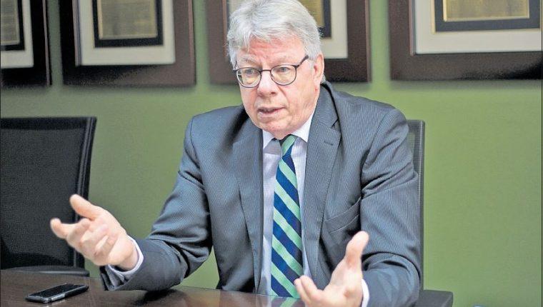 El embajador de Alemania Harald Klein, en entrevista con Prensa Libre, donde comparte su perspectiva sobre Guatemala y los programas alemanes de cooperación en varias áreas. (Foto Prensa Libre: Óscar Rivas)