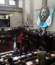 El presidente del Congreso Álvaro Arzú Escobar anunció al pleno del Congreso que las diligencias de antejuicio contra tres magistrados de la CC continuarán este día. (Foto Prensa Libre: Carlos Álvarez)