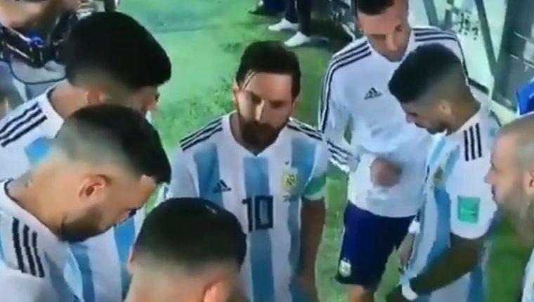 Messi esta vez sí sacó a lucir su faceta de líder y comandó a Argentina hacia el triunfo sobre Nigeria. (Foto Prensa Libre: Captura de video)