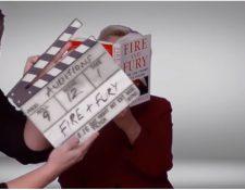 """En un video que se transmitió en los Grammy, la ex candidata a la presidencia de Estados Unidos, Hillary Clinton, leyó un párrafo del libro """"Fuego y Furia"""", que el actual presidente estadounidense, Donald Trump, quiso prohibir. (Foto Prensa Libre: YouTube)"""