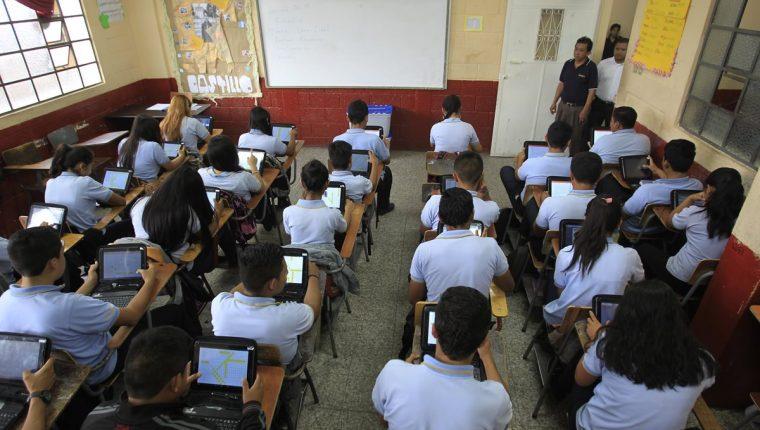 Los 180 días de clases establecidos por el Ministerio de Educación podría no cumplirse, para lograrlo el ciclo escolar debería extenderse hasta noviembre, sugiere Empresarios por la Educación. (Foto Prensa Libre: Hemeroteca PL)