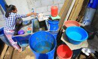 La escasez de agua es cada vez más evidente, tanto en diferentes sectores del área metropolitana, como en otras ciudades. (Foto Prensa Libre: Álvaro Interiano)
