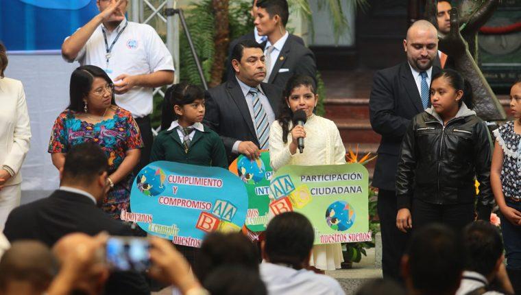 Varios niños participaron en la ratificación de la hoja de ruta para erradicar el trabajo infantil en el Palacio Nacional de la Cultura.