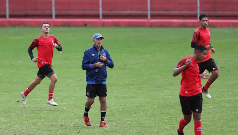 El técnico argentino Horacio Cordero espera cumplir en los dos últimos partidos de la fase de clasificación y lograr un lugar en la fase final. (Foto Prensa Libre: Francisco Sánchez)