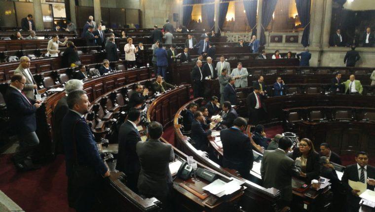 Los diputados aprobaron el acuerdo con el cual distribuyeron las presidencias de comisiones de trabajo para este año en la sesión plenaria que se celebró este jueves. (Foto Prensa Libre: Érick Ávila)