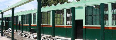 Así luce la Escuela Rubén Villagrán Paul de Mazatenango, luego de que los trabajos de remodelación fueran abandonados. (Foto Prensa Libre: Cristian I. Soto)