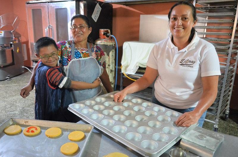 Emprendimiento de donas beneficia a madres de jóvenes con capacidades diferentes