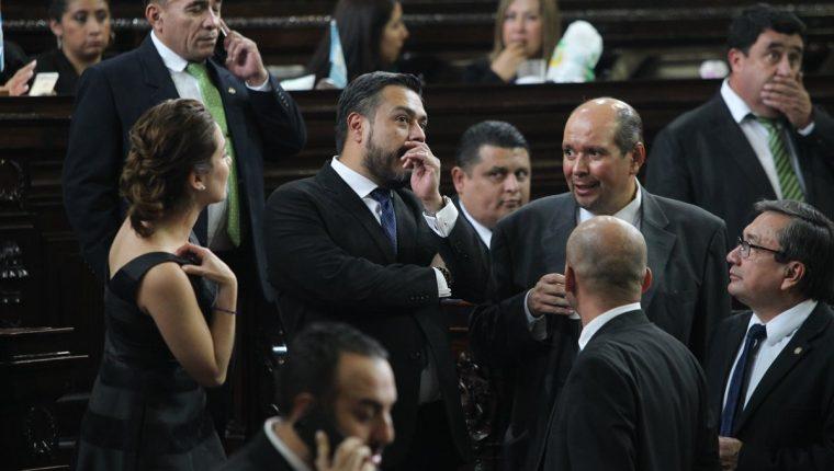 Diputados que participaron en la sesión que aprobó las reformas al Código Penal a favor de corruptos. (Foto: Hemeroteca PL)