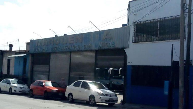 El predio de Transportes Marquensita en la zona 1 capitalina permanece cerrado, luego de que ayer, en Quetzaltenango, atacaran una de sus unidades. (Foto Prensa Libre: Oscar Rivas)