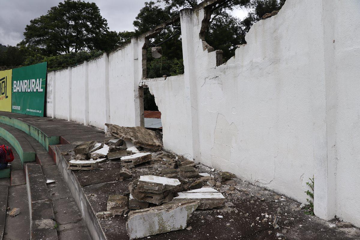 Inhabilitan área norte del estadio Pensativo por daños en el muro perimetral