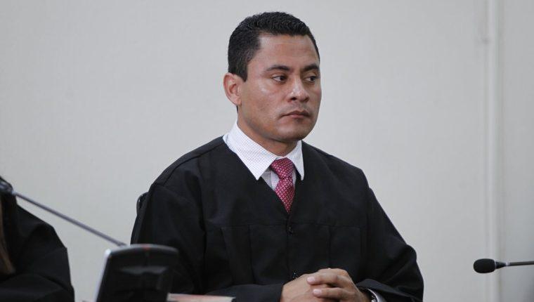 Juez Carlos Ruano deja el país luego de denunciar a la magistrada Blanca Stalling. (Foto Prensa Libre: Hemeorteca PL)