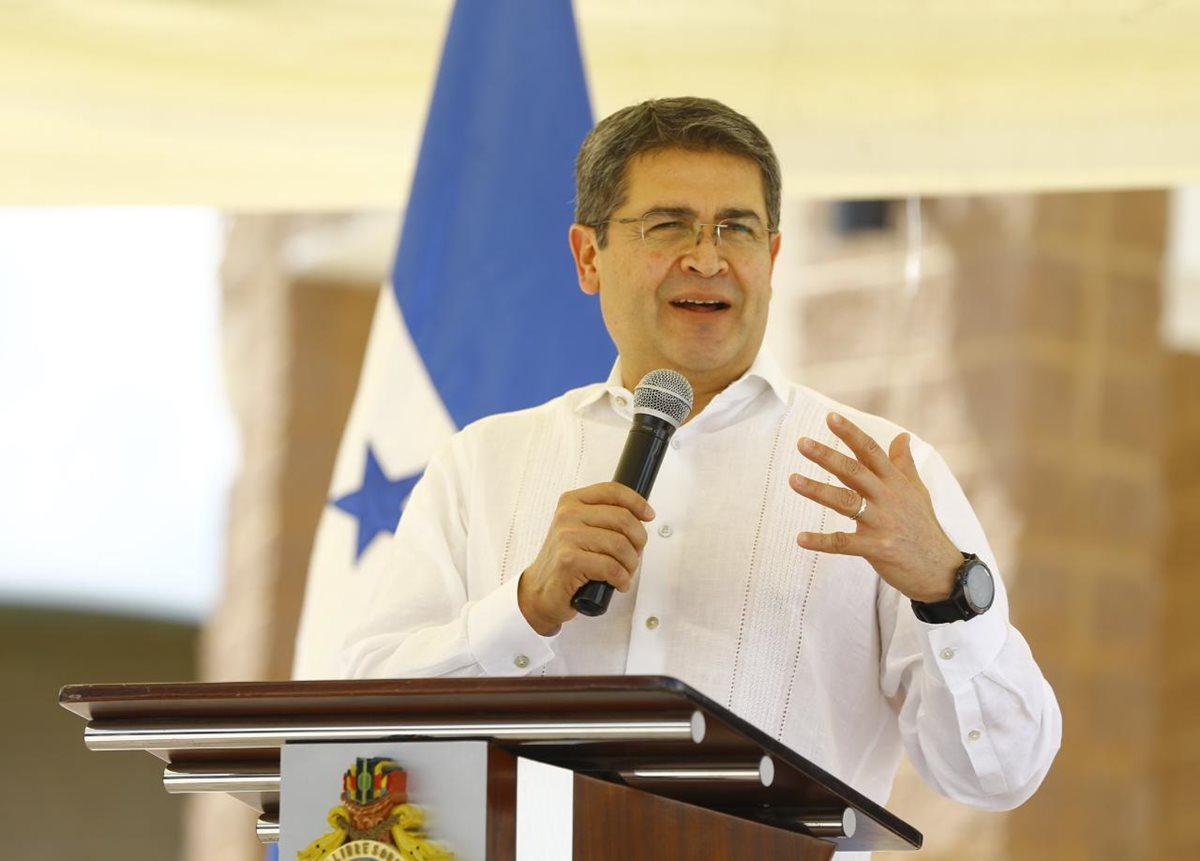 Presidente de Honduras responde a denuncia por un caso de presunta corrupción