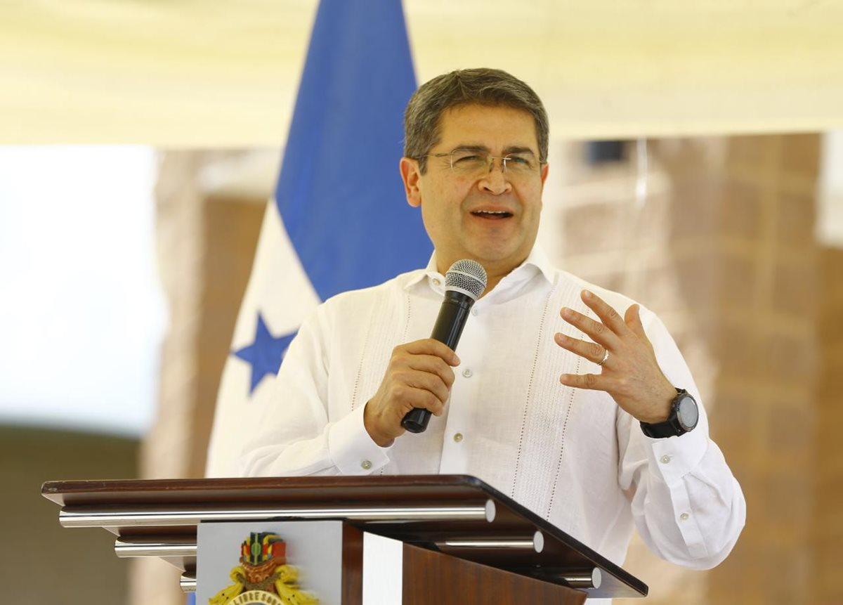 El presidente hondureño Juan Orlando Hernández fue señalado de haber participado en el desvío de fondos del Estado para financiar las campañas que lo llevaron al poder. (Foto Prensa Libre: Gobierno de Honduras)