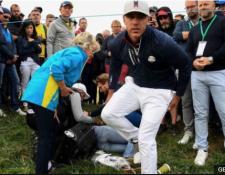 Corine Remande, quien fue atendida en el campo, comentó que le restó importancia al incidente para no desconcentrar a Brooks Koepka cuando el golfista estadounidense se interesó por su salud. (Foto Prensa Libre: BBC News Mundo)